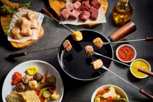 Meat fondue in oil